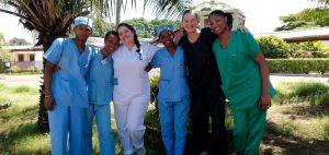 6 infirmieres stage en soins infirmiers a madagascar