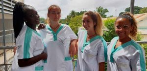 4 infirmieres stage en soins infirmiers a madagascar