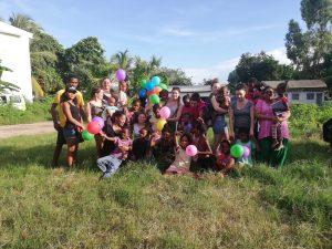 groupe personnes enfants stage en soins infirmier madagascar